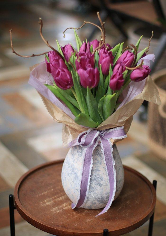 Букет из тюльпанов c корилусом